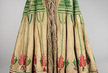 Hungarian folk-SUBA - / Magyar népviselet. - Pásztorok, juhászok, csikósok díszes, hímzett, báránybőrből  készült köpeny szerű viselete.  Nyáron szőrével  kifelé forditva használják