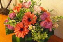 Centros de mesa / Las flores tienen un lenguaje especial y nos permiten expresar lo que queremos transmitir a través del mismo, por ello, la elección de las flores para tu boda la puedes realizar por un gusto estético o en función de la flor de temporada o bien ir más allá y elegir las flores según lo que quieres transmitir.