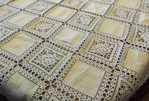 colchas em tecido , bordado e crochet