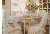 Shabby dinning room / by Deni Fender