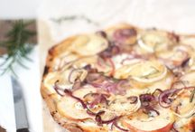 Flammkuchen mit Apfel, Ziegenkäse und Zwiebel