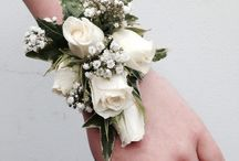 Wrist corsages for weddings, proms and parties. / Wear flowers on your wrist.
