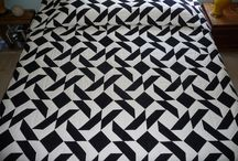 Amish Two-Color quilts