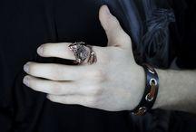 МУЖСКИЕ УКРАШЕНИЯ И АКСЕССУАРЫ ТРЕНД / Стильная мужская мода - модные тренды в коллекциях украшений, аксессуаров и одежды