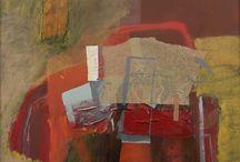 """Expozitia """"Fragmente"""" - 2010 / Culoarea artistei Anca Floriana Deaconu, evoca atmosfera vestigionara a spatiilor Scythiei Minor din vremea tristetilor ovidiene. Albastrul egeean adancimea; rosul pare extras din carnea figurinelor tanagreze ori a celor minoice, ca si negrul ei sfumatto, aidoma celui fosilizat pe altarele sacrificiale ale vechii Helade. - Corneliu Antim"""
