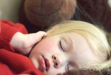 enfants en sommeil, enfants et peluches