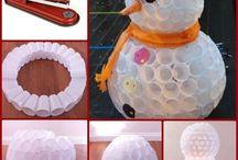 Bonecos feitos copos plásticos