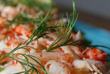 Koukussa kalaan / Apetit valmistaa, markkinoi ja myy tuorekalaa ja -kalajalosteita sekä äyriäisiä Apetit- , Safu - ja Apetit Maritim -tuotemerkeillä ja on osakkaana maamme johtavassa Taimen Oy kalankasvattamossa.