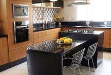 Kitchens / Inspirações para cozinhas. Combinação de armários, revestimentos, iluminação e acessórios.