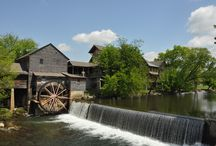Pigeon Forge Dining / When you travel to Pigeon Forge, you'll find all sorts of restaurants.