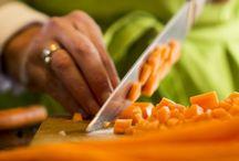 Slowfood / Wij bij Doozo houden van alles wat met eten te maken heeft.  Recepten ontdekken, ingrediënten uitzoeken, nieuwe combinaties maken en dit dan met veel liefde en respect bereiden.  De tijd nemen om er van te genieten met onze familie en vrienden.  The good life with good food.