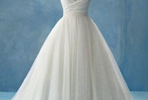 Wedding dresses / by Kylee Sommer