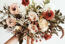 Fehér és világos pasztell virágcsokrok