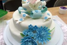 My cakes / I'm learning to decorate cakes and make gum paste flowers.
