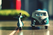 Carros e motos em miniatura