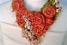 Колье с цветами