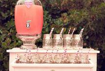 Mon bar à boissons / My drink station / Anniversaires, mariages, fêtes de famille, le bar à boissons ou coin boissons, s'adapte à tous. Place aux limonades, jus de fruits et autres cocktails. Un plaisir visuel et un régale pour tout le monde.