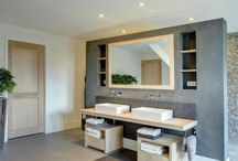 Landelijke badkamermeubels / Badkamermeubels zijn er in een aantal verschillende soorten en maten. Wij nodigen u graag uit de meubels bij ons in de showroom te komen bekijken. Op die manier heeft u de mogelijkheid om de materialen van dichtbij te bekijken en de grootte van de meubels zelf te ervaren.