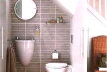 Toaleta pod schodami / schody, łazienka,
