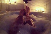 """Bathroom & Relaxation / Baia este locul in care ne revigoram dimineata dupa un somn odihnitor, dar unde ne dorim sa ne relaxam si sa uitam de problemele zilei care tocmai se incheie. Baia este locul care ne stie asa cum suntem, unde nu ne controlam postura, uneori obositi, alteori prea veseli, dar intotdeauna sinceri, intotdeauna """"noi"""". Baia este locul care merita toata atentia la proiectarea unei case si de aceea are un loc special rezervat si in portofoliul nostru."""