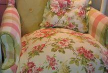 καρέκλες καναπέδες πολυθρονες