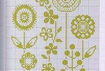Flower's cross stitch / hama beads