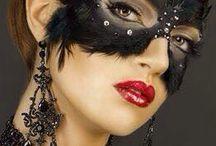 MÁSCARAS Y DISFRACES. / Colección de antifaces, máscaras y caretas para fiestas de disfraces o para ocultar la identidad tanto del superhéroe como del verdugo.