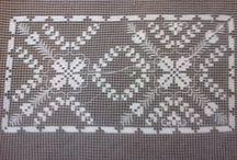 Filet / Il merletto a filet è un tipo di merletto o pizzo dalla caratteristica quadrettatura, che si presenta come una rete sulla quale risaltano motivi geometrici ricamati a punto rammendo o punto tela.