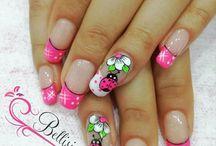 Arte de uñas de color rosa