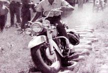 Súbete a mi moto! / Y un día el amor me inspiró por las motos.
