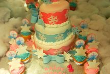 Cakes / The best cakes on Pinterest. Fondant, traditional, chocolate cakes, all are here.