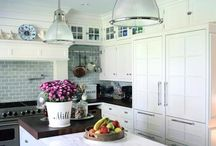Coastal kitchens / The most beautiful kitchens for a beach house or coastal living.