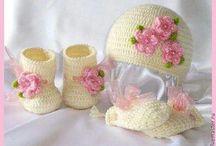 cappellino stivaletti e guantini bimba
