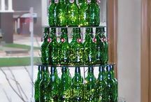 Albero di Natale con le bottiglie in vetro