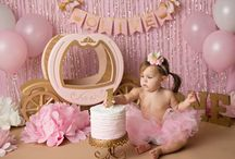 CAKE SMASH IDEAS for baby girl / My favorite ideas for baby's girl's cake smash and first birthday.