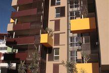 Résidence Le Xalla Montpellier (34) /  La Résidence Xalla propose 45 appartements du T2 au T5 disposant pour la plupart d'une terrasse agrémentée d'oliviers en pot.  Les façades sont ornées de jardins suspendus qui renforcent le style méditerranéen de l'architecture. La recherche d'une meilleure qualité de vie pour les résidents va de pair avec une plus grande utilisation des énergies renouvelables. C'est le cas pour l'eau chaude sanitaire fournie en majeure partie par des panneaux solaires.