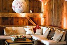 Outdoor living space decor ideas