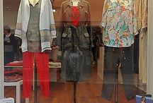 Vitrines et vetements boutique ELLE M / Les vitrines de la boutique sont réalisées chaque semaines avec nos plus grands soins. Découvrez de nouveaux looks et de nouvelles tenues habillées ou sport chic, décontractée ou branchée... Nous essayons de varier les styles, et les vêtements autant de fois que possible pour vous montrer la diversité de nos marques et de nos vêtements. Découvrez les nouveautés et sautez sur l'occasion pour vous donner des idées looks 100% mode & tendances ! ELLE M boutique, ellemagen