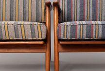 w paski / tkaniny w paski często kojarzą się z leżakami na nadmorskiej wydmie, zupełnie niesłusznie. Fotele obite w pasiaste wzory wspaniale prezentują się we wnętrzach, często widzimy klasyczne miękkie uszaki, ale także skandynawski design wspaniale prezentuje się w pasy