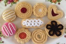 Crochet cakes, cupcakes and cookies