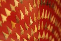 Préhistoire - Protohistoire / Les salles de Préhistoire présentent le passé de l'Aquitaine depuis 500 000 ans. Riches de plusieurs milliers de silex, d'ossements, d'œuvres d'art sur pierre ou sur os, de bijoux et d'objets en bronze, elles présentent l'évolution des différentes cultures humaines depuis les premières traces de l'homme en Aquitaine jusqu'à l'apparition de la métallurgie. La salle Protohistoire du musée d'Aquitaine Période couvre la période de l'âge du Fer, entre -800 et -50 av. J.-C.