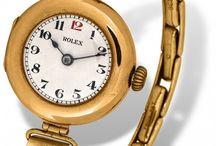 """Rolex: Cem Anos de Precisão / A evolução de modelos Oyster que foram criados após a certificação cronométrica """"Classe A"""", com imagens de modelos de 1914 a 2014."""