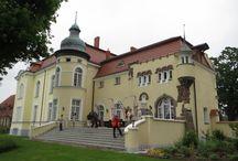 Trzygłów - Pałac / Pałac w Trzygłowiu pochodzi z przełomu XIX i XX wieku. Wybudowany dla rodziny von Thadden-Trieglaff. Obecnie - własność prywatna.  Palace in Trzygłów originates from the XIX/XX century. Was built for the family Thadden-Trieglaff. At present - private property.
