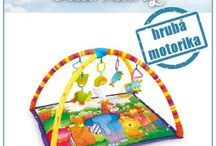 Rozvoj hrubej motoriky u detí / OTÁČANIE SA ZA VISIACIMI HRAČKAMI Hrubá motorika predstavuje pohyb veľkých svalových skupín na rozdiel od jemnej motoriky, ktorá zastupuje obratnosť rúk. http://www.eduhracky.sk/hracky-pre-najmensich/?pre_rozvoj=27