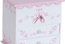 CHILDREN'S JEWELRY BOX
