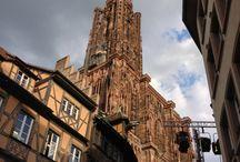 L'ALSACE,pays de mon enfance! / L'Alsace est une région culturelle, historique et administrative de l'Est de la France. Région de l'Europe rhénane, elle se trouve au cœur de la « Banane Bleue ». C'est la troisième région la plus densément peuplée de France métropolitaine mais c'est aussi la plus petite par sa superficie. L'Alsace est la troisième région française en valeur de PIB par habitant, la deuxième quant au revenu disponible brut des ménages, enfin, c'est une des régions de France où le taux de chômage est le plus bas.
