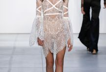RUNWAY FASHION / Dress me slowly for I am in a great rush