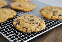 Cookies/cupcakes / by Mai Lara Clark