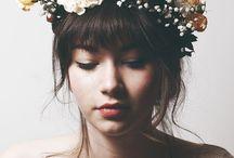 coroa de flores e penteados