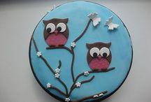 taarten die zijn versiert / over mooie taarten waar fondant is opgedaan en dan versiert